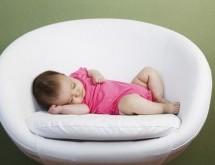 寶寶睡姿 各有優劣