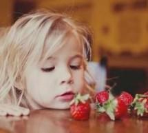 給一歲內寶寶吃水果應注意啥?